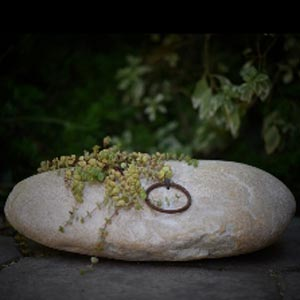 Natural stone planter with rustic ring